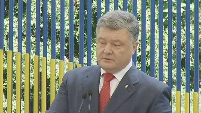 بوروشينكو يؤكد على نشر بعثة مسلحة في دونباس