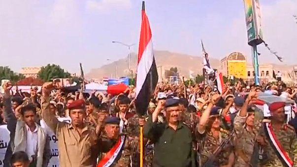 Jemen: tömegtüntetés a szaúdi légitámadások ellen