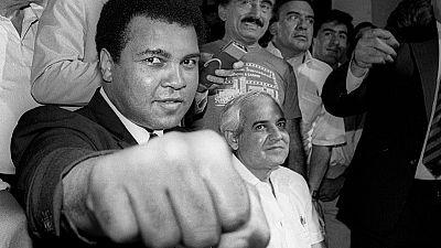 La légende de la boxe Mohamed Ali meurt à 74 ans