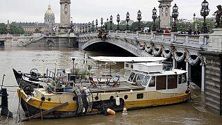 Паводок в Париже достиг своего пика и пошел на спад