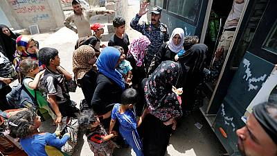 Iraqi civilians flee Fallujah