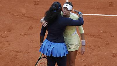 Muguruza upsets Serena Williams to win French Open title