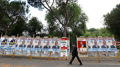 Italia, comuni al voto, il Pd galleggia. M5S con Raggi in testa a Roma
