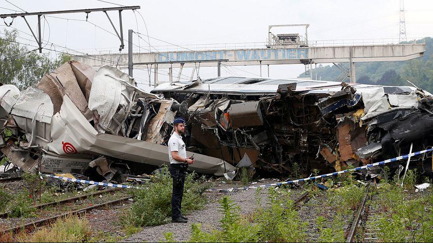 Vonat csapódott vonatba Belgiumban