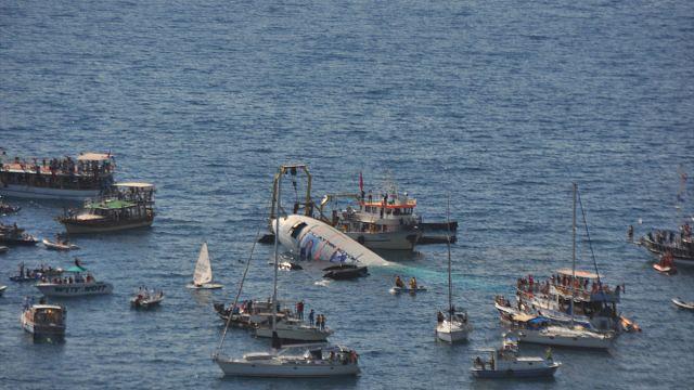 Dev uçak Ege Denizi'nde batırıldı
