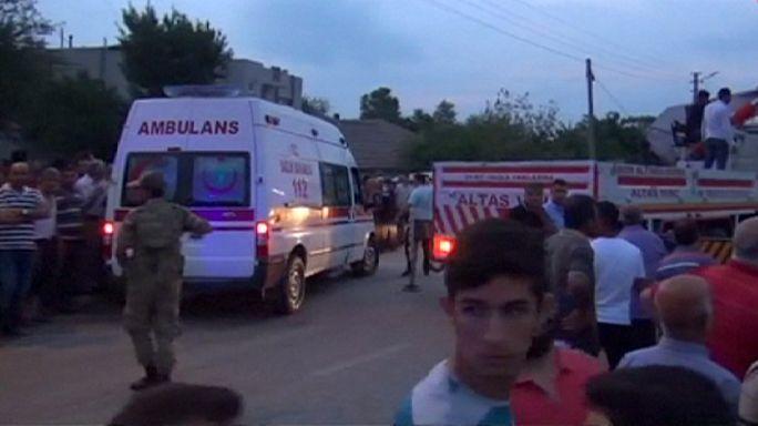 تركيا: مقتل 14 شخصا في حادث سقوط حافلة في نهر