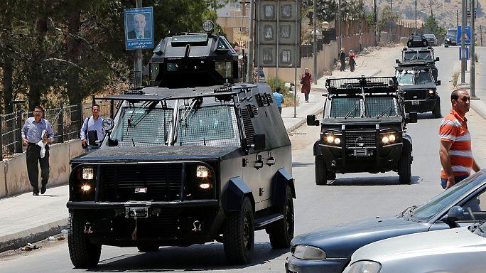 الأردن: مقتلُ خمسة من رجال المخابرات في مخيم البقعة للاجئين الفلسطينيين والقبضُ على المشتبه به الأول