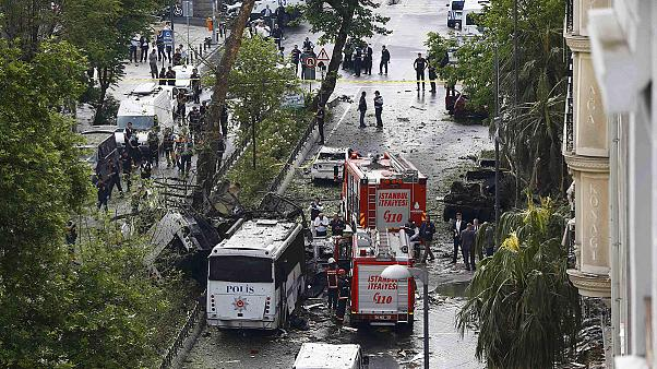 Turkey: '11 dead' in Istanbul car bomb - city governor