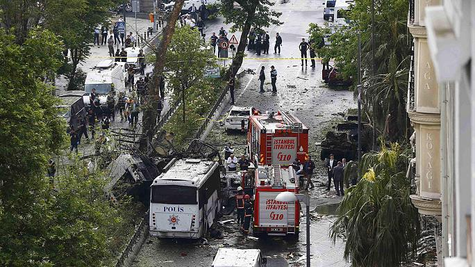 11 قتيلا في تفجير استهدف حافلة للشرطة في اسطنبول