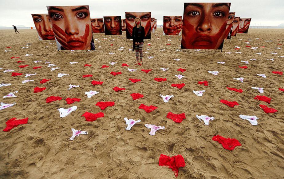 Brésil : la plage de Copacabana couverte de sous-vêtements pour une manifestation contre le viol