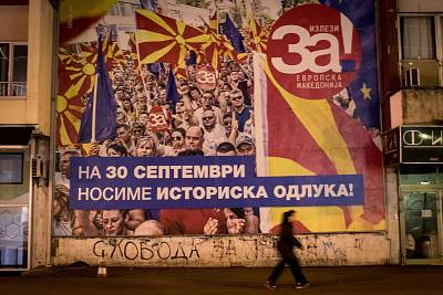 "A referendum poster saying ""Yes for European Macedonia"" in Skopje."