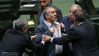 معاون وزیر کشاورزی یقه خود را در صحن مجلس پاره کرد