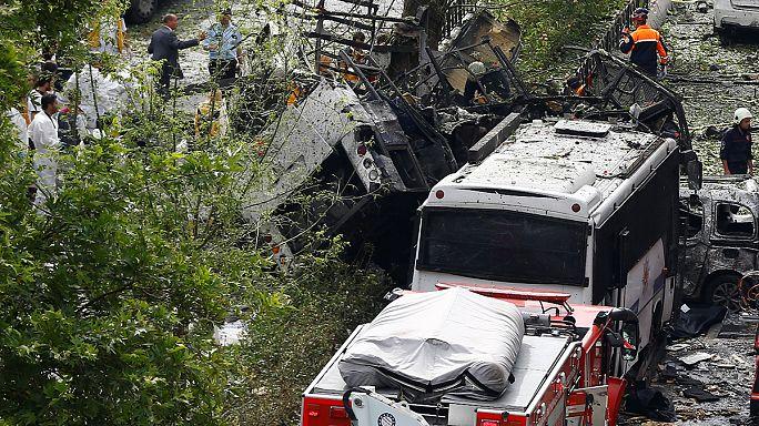 "Bomba contro bus polizia, strage a Istanbul: Erdogan ""guerra senza tregua al Pkk"""