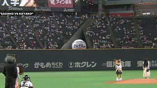 """Personagens de """"A Maldição"""" e """"O Aviso"""" invadem jogo de basebol no Japão"""