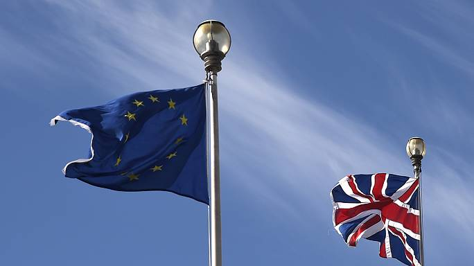 Egyre csökken az európaiak bizalma Brüsszel iránt, de ők sem akarják a Brexit-et