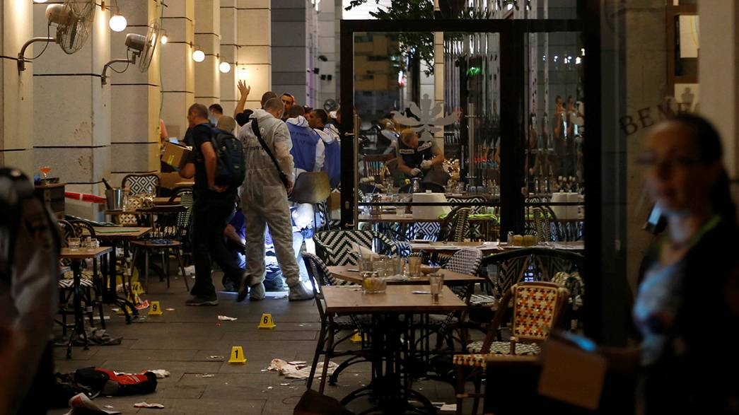 Теракт в Тель-Авиве: нападавшие открыли огонь в торговом центре