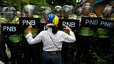 Venezuela pasa otro día sin respuesta sobre revocatorio en medio de protestas