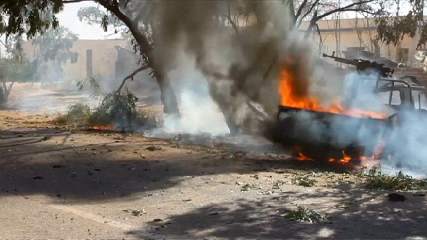 Forças líbias recuperam dois campos militares de Sirte controlados pelo autoproclamado EI