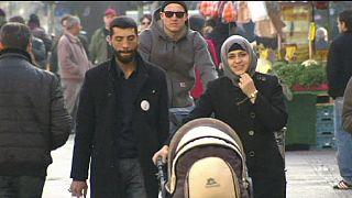 رئيس البنك المركزي الأوروبي يشجع أوروبا لاستقبال المزيد من المهاجرين