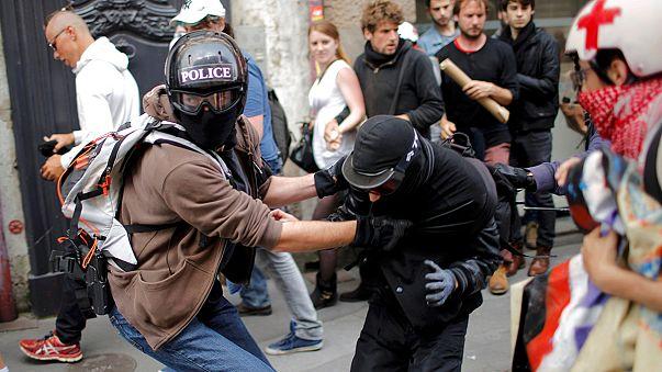 Már a kukások is sztrájkolnak, szemét lepi el Franciaországot