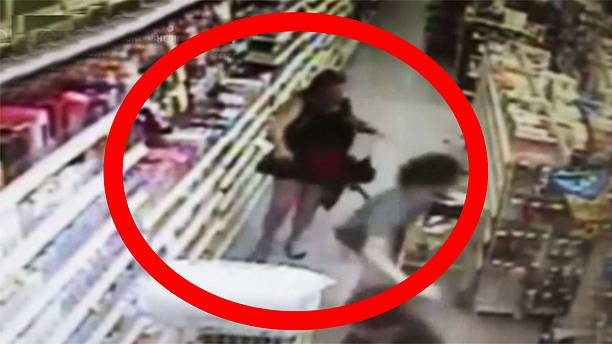 [Watch] Woman fights off daughter's potential kidnapper in US supermarket
