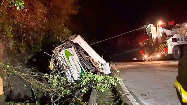 Brezilya'da otobüs kazası: Çoğu öğrenci 18 kişi hayatını kaybetti