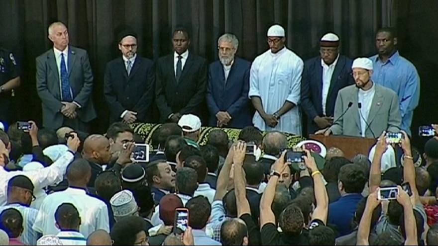 Milhares participam em derradeira homenagem a Muhammad Ali