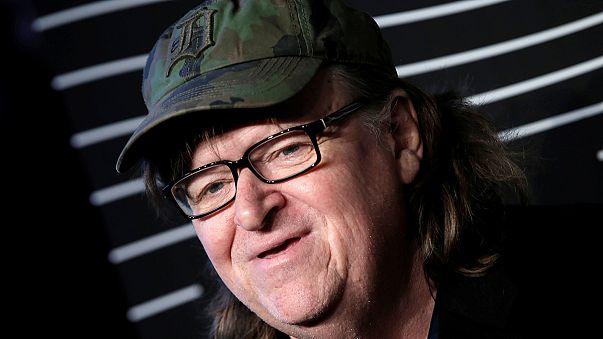 """Il regista Michael Moore mette in guardia sul pericolo """"Trump"""""""
