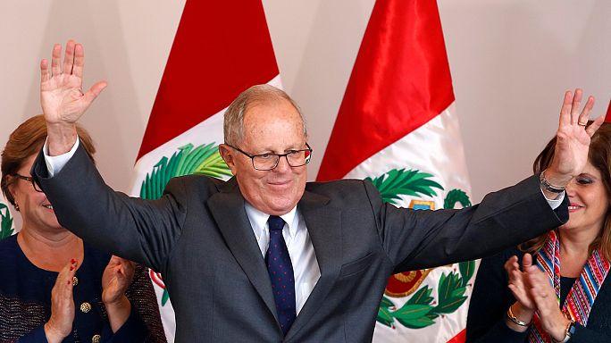 البيرو: كوتشينسكي يتفوق على فوجيموري في الانتخابات الرئاسية