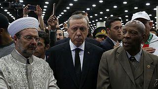 Erdogan abandona el funeral de Alí enojado