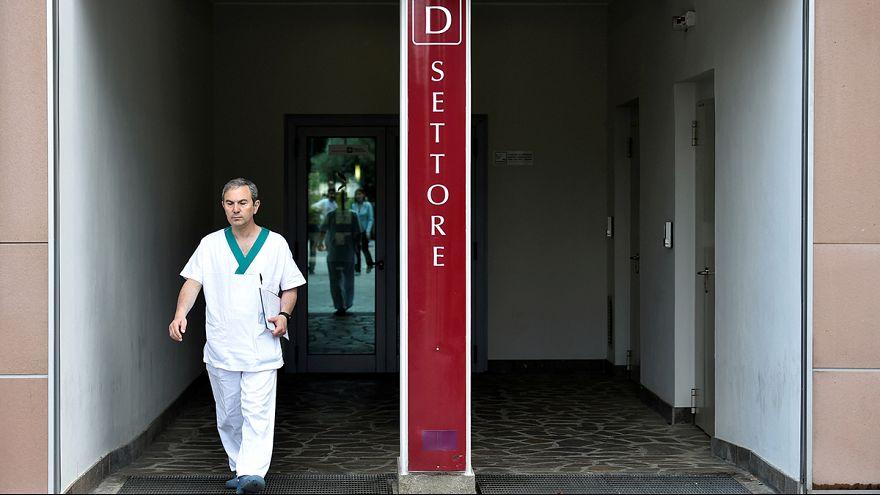 Itália: Berlusconi tranquilo com operação cardíaca