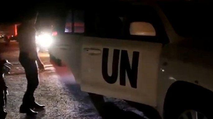 Kuşatma altındaki Suriyelilere önce yardım sonra bomba
