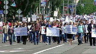 Massenproteste gegen bewaffnete OSZE-Mission im Donbass