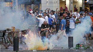 درگیری طرفداران تیم های فوتبال انگلستان و روسیه با یکدیگر و پلیس