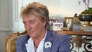 La reina de Inglaterra nombra caballero a Rod Stewart