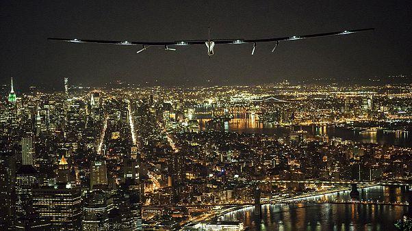 """Il Solar Impulse 2 atterra a New York. """"È un sogno"""" dice il pilota svizzero Borschberg"""