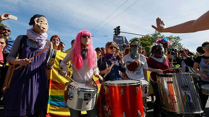 Kiev'deki LGBT yürüyüşü sakin geçti