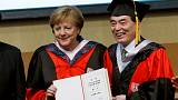 Angela Merkel salutata in Cina con un dottorato ad honorem