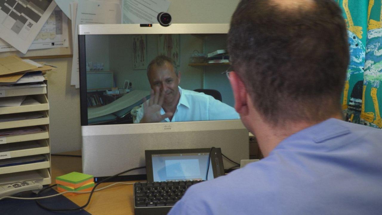 Médicos suecos tratam doentes de Parkinson por videoconferência