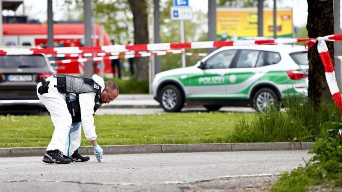 Krefeld: 3 Kinder aus dem Fenster geworfen - schwer verletzt