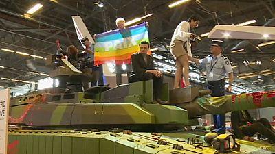 Peace activists disrupt Paris arms show – nocomment