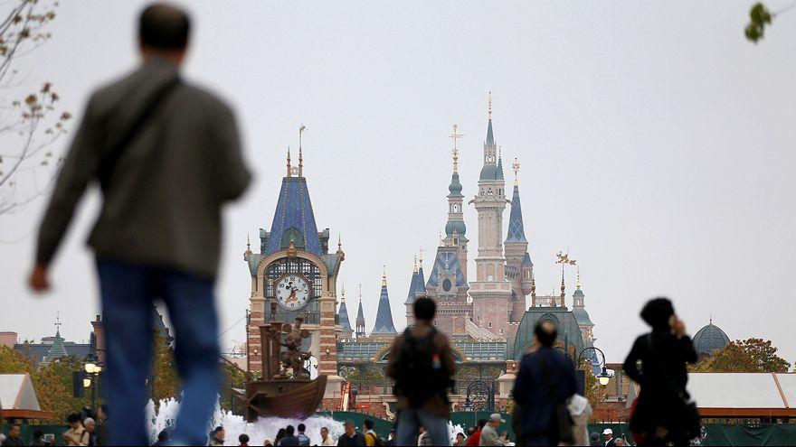 A fantasia da Disney sobre os escombros de uma aldeia em Xangai
