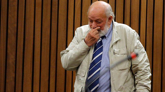Pai de Reeva Steenkamp quer que Oscar Pistorius pague pelo homicídio da filha