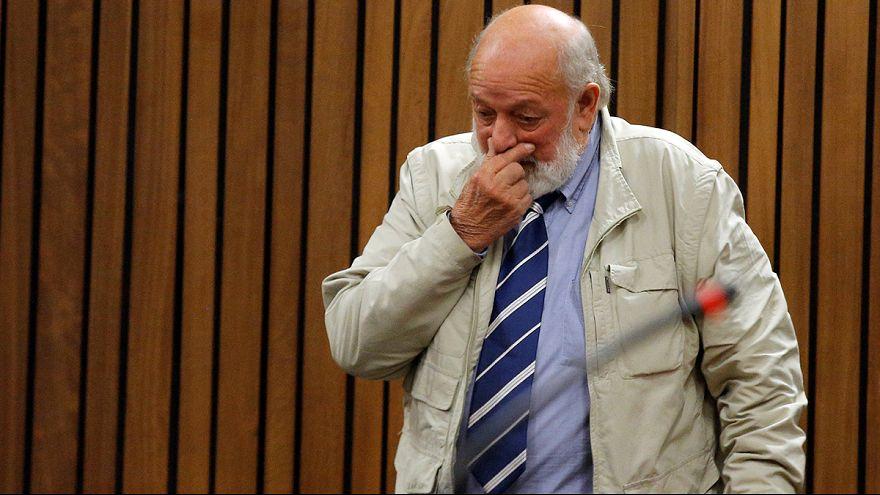 """El padre de Steenkamp pide que Pistorius """"pague por el crimen que cometió"""""""