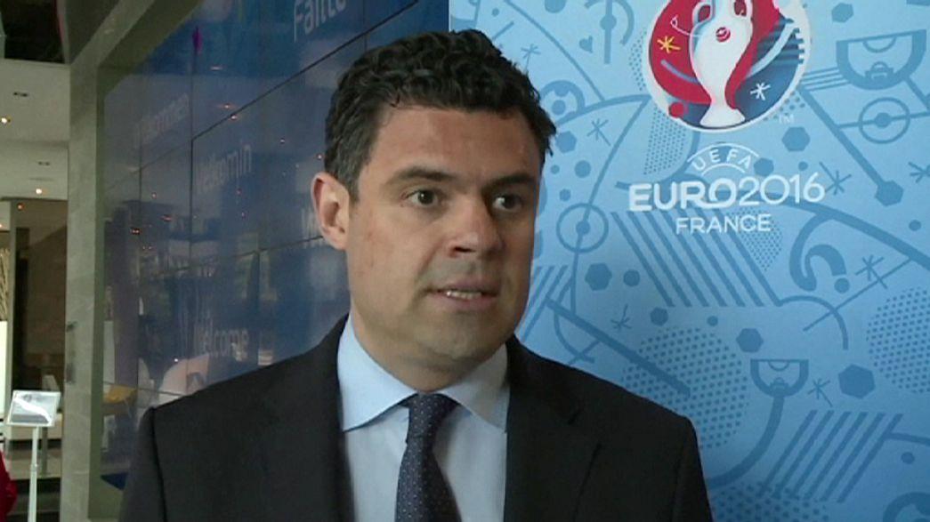 УЕФА наказал российскую сборную, а французская полиция болельщиков
