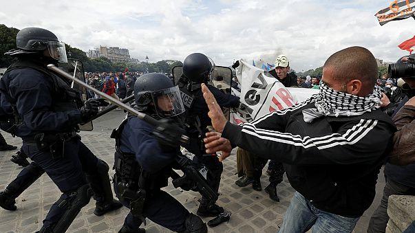Fransa'daki eylemler Eyfel ziyaretçilerini üzdü