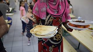 Algerian charity feeding 100s daily at Ramadan feast