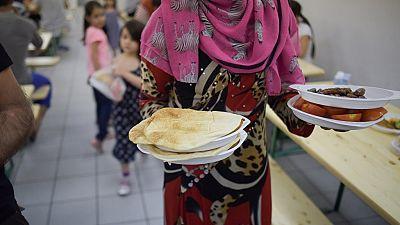 Algerian charity feeding 100s daily at Ramadan feast