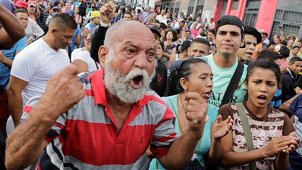 Venezuela : les partisans et les opposants à Maduro manifestent