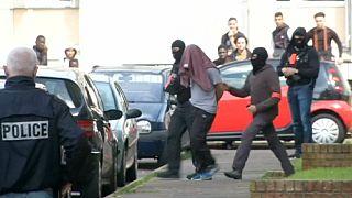Drei Festnahmen nach Polizisten-Mord in Frankreich